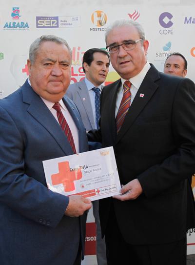 gerente general entrega diploma cruz roja española